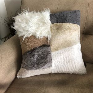 UGG like new Freya Patchwork Square Fur Pillow
